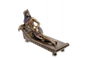 Клеопатра - Царица Египта на ложе Алтарная статуэтка